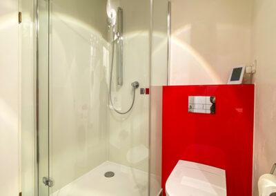 wandverkleidung im duschbereich und wc