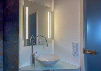 waschtischplatte und spiegel