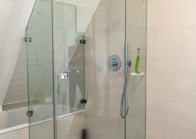 5 eck dusche mit rueckwand