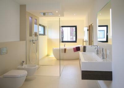 badausstattung dusche spiegel scaled