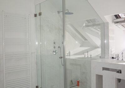 duschsystem mit dachschraege und eckausschnitt